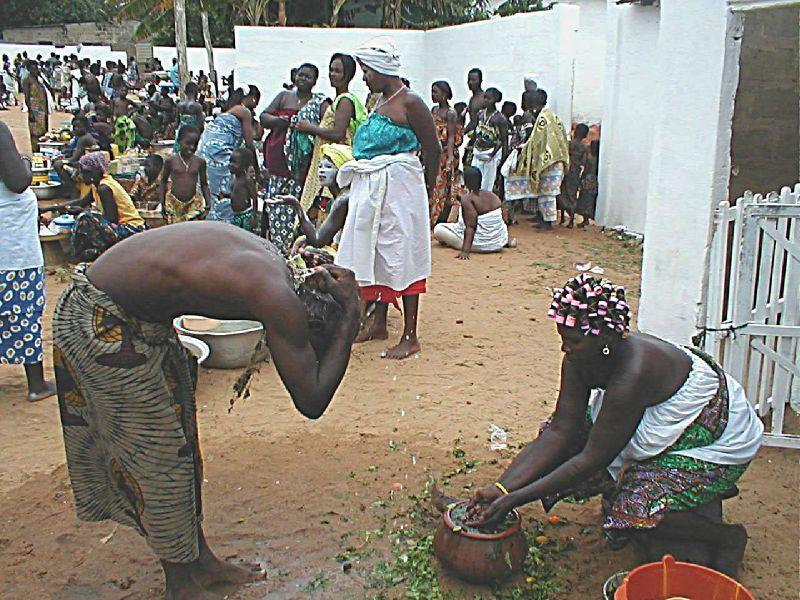 """Le """"lavage"""" ou """"bain de purification"""": Qu'est-ce que c'est, et comment ça  se fait? - visionchannelafrica"""